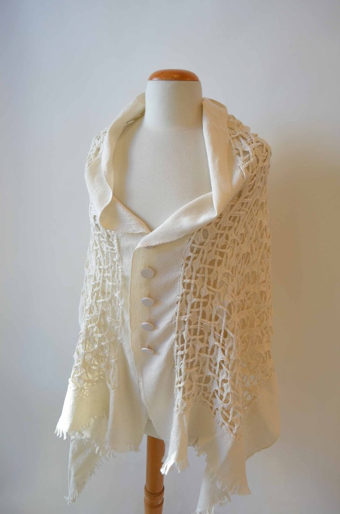 Creamy-wht-bttn-junishi-shawl