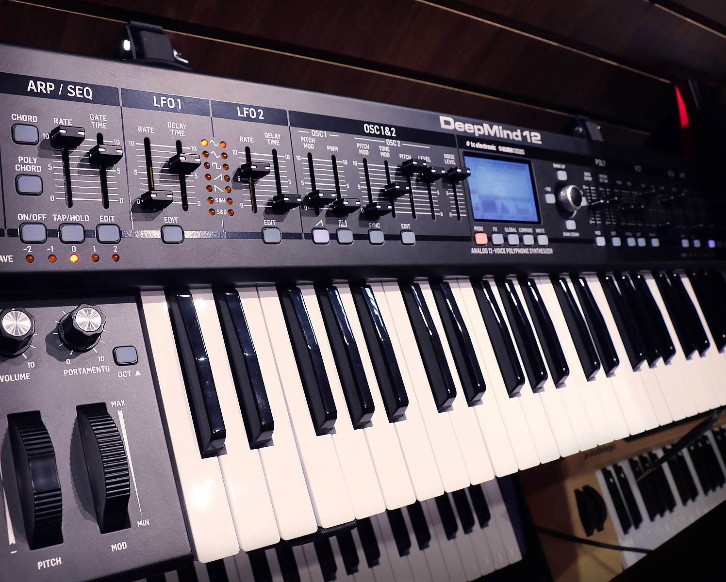 Tom-lee-music-behringer-deepmind-12