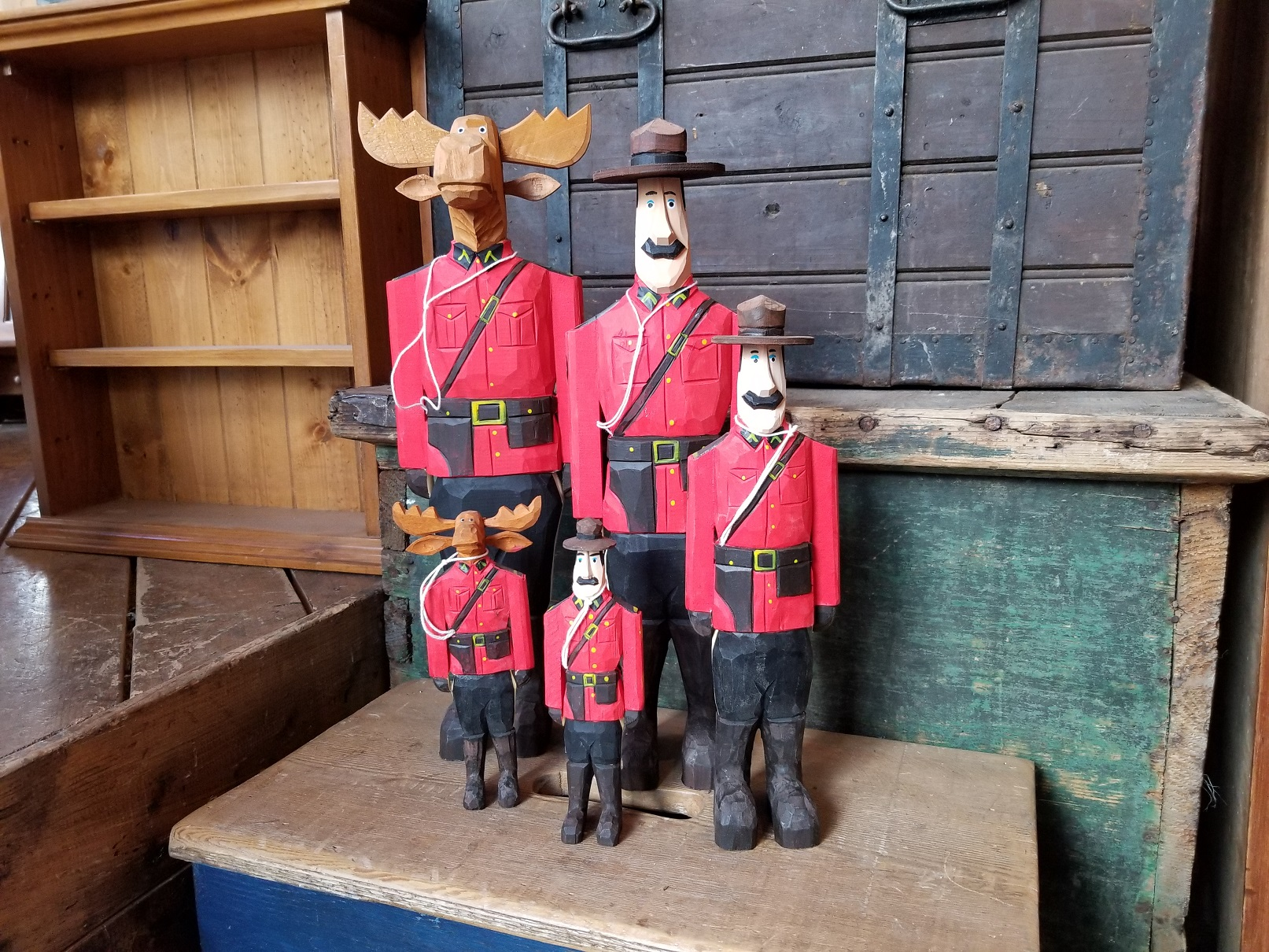 Folk-art-interiors-mounties-small2
