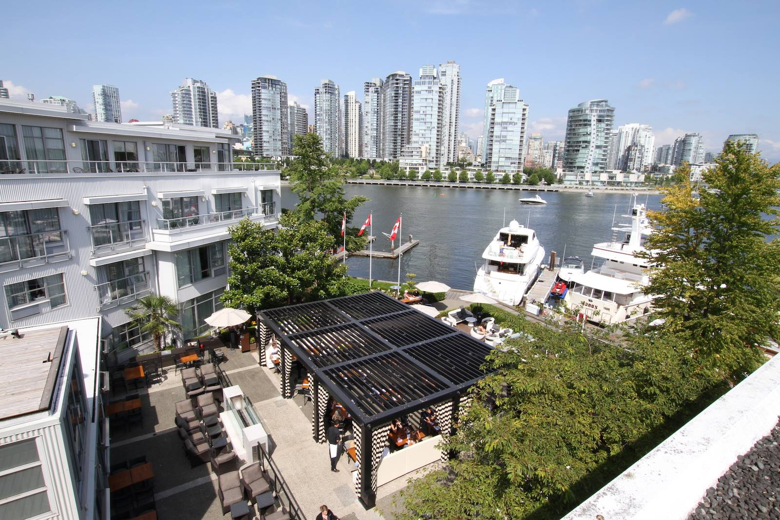 Dockside-restaurant-patio-season