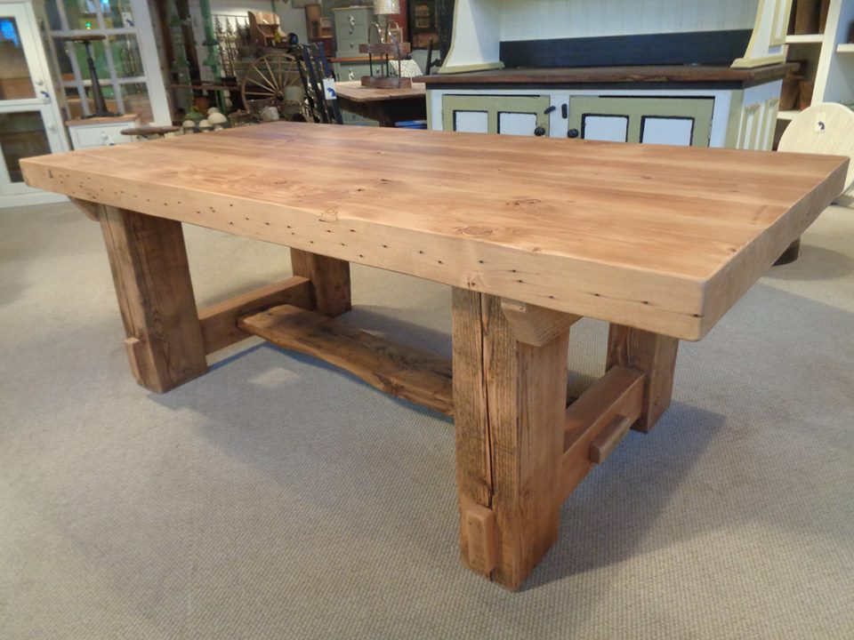 Farmhouse-post-timber-table