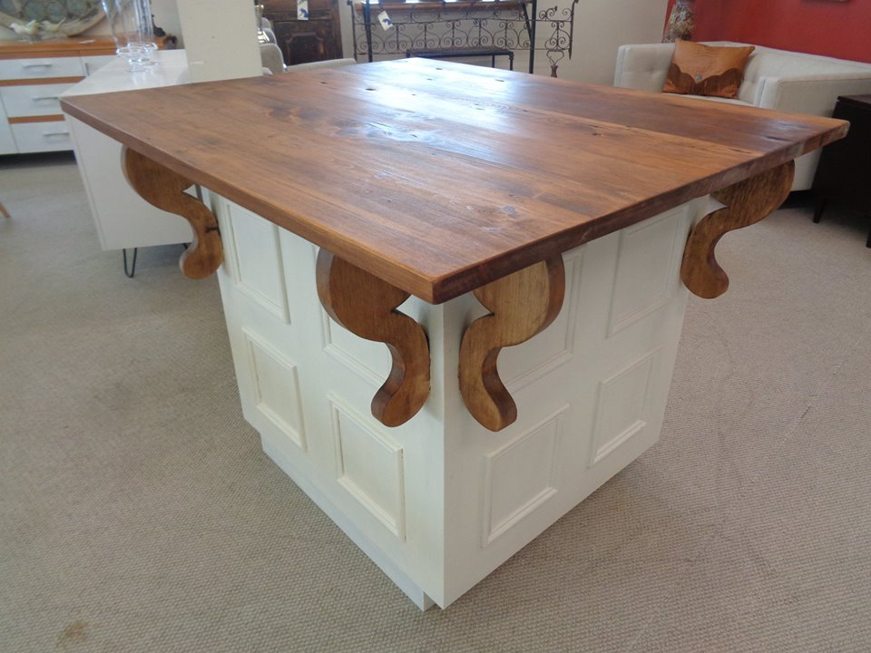 Farmhouse-pine-kitchen-island